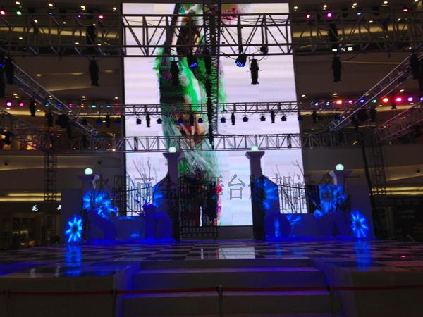 兴隆大都会舞台、灯光架以及现场搭建效果1
